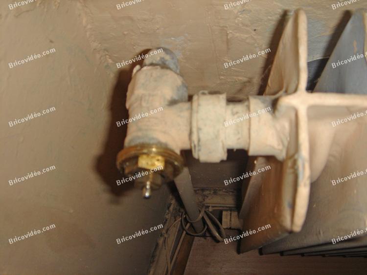 robinets radiateurs robinet purge problème chauffage gaz succès ... - Radiateur Avec Robinet Thermostatique