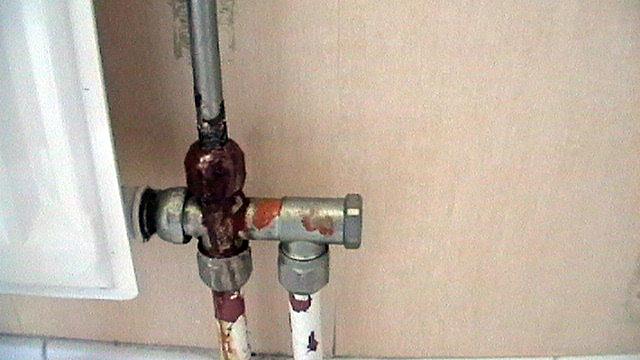 conseils pour r parer une fuite de radiateur en acier questions r ponses chauffage. Black Bedroom Furniture Sets. Home Design Ideas