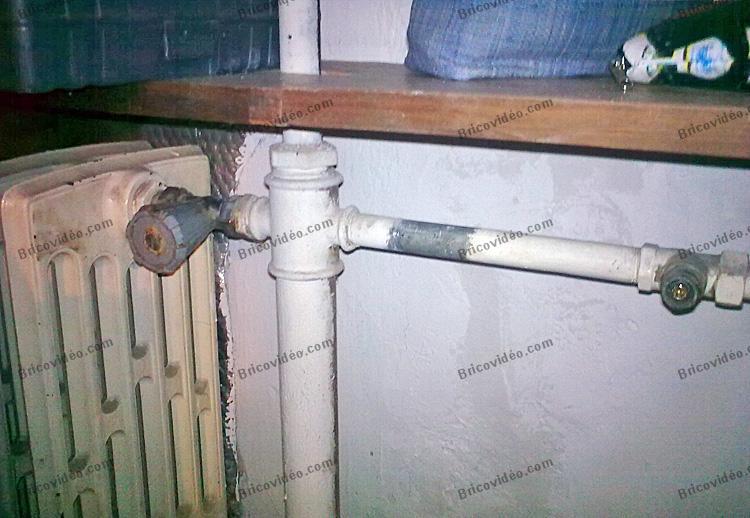 r paration chauffage robinet bouchon pour ancien radiateur en fonte. Black Bedroom Furniture Sets. Home Design Ideas